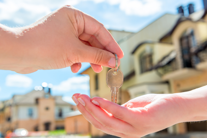 transfer to the buyer of the house key of hands